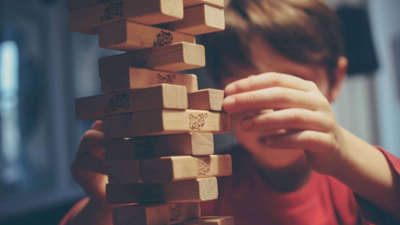 Sposób na porządek w pokoju dziecka – kosz na zabawki
