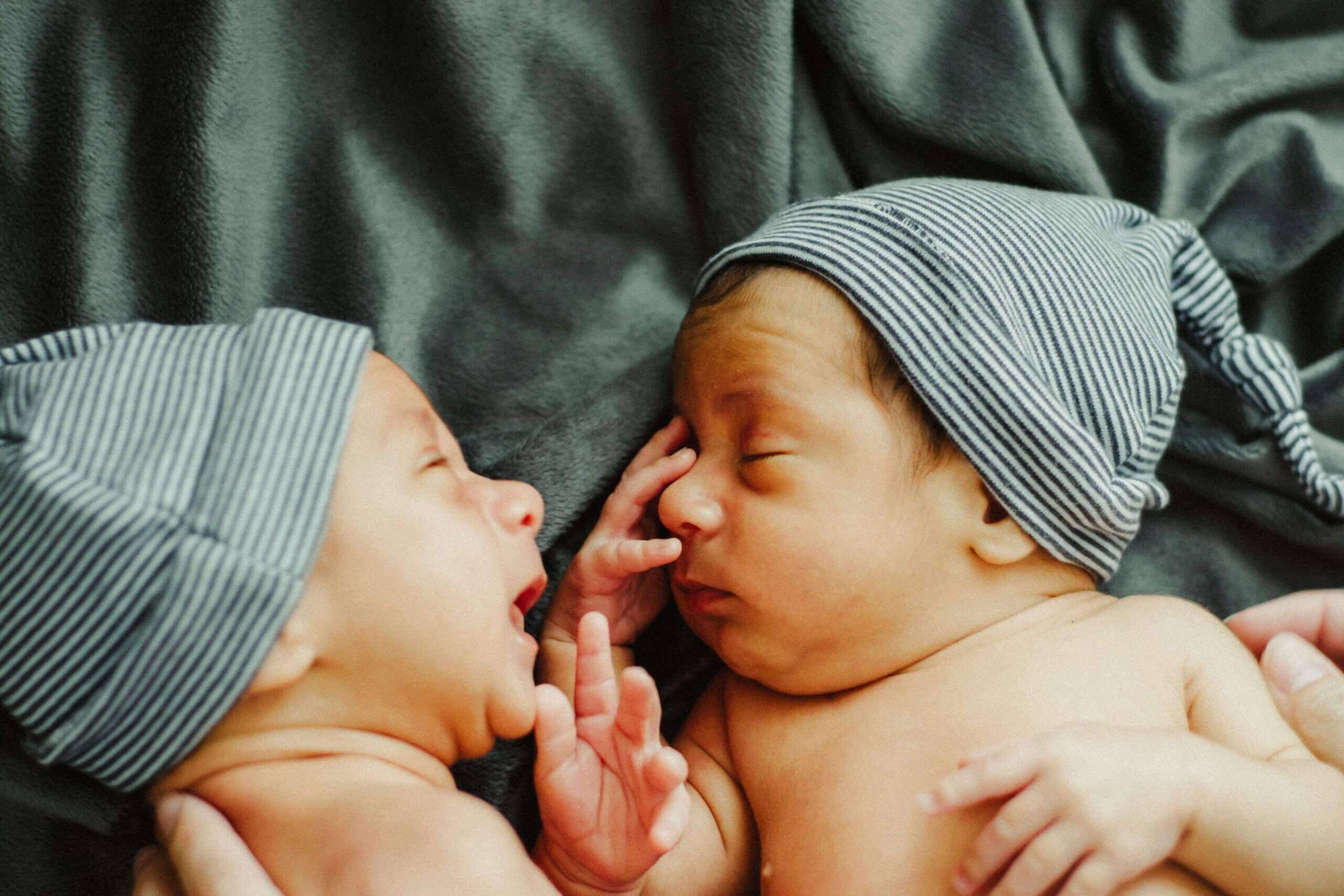 Karmienie piersią bliźniąt – jak sobie pomóc?
