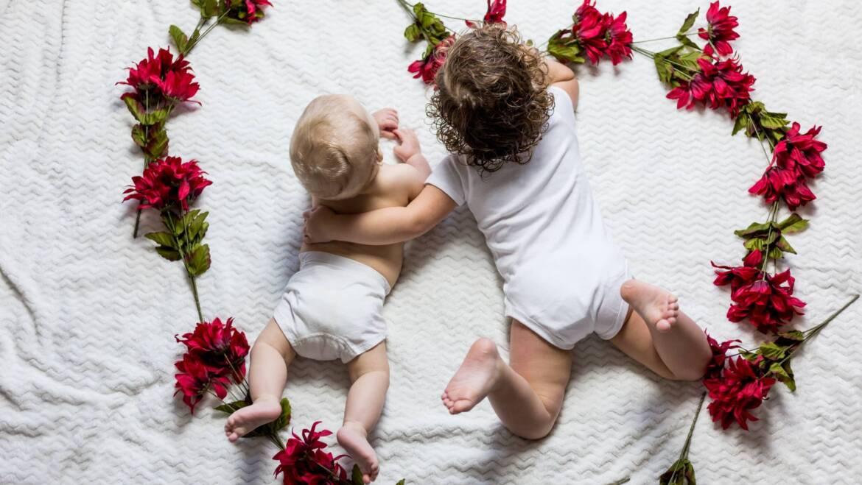 Ochraniacze do łóżeczka – fakty i mity