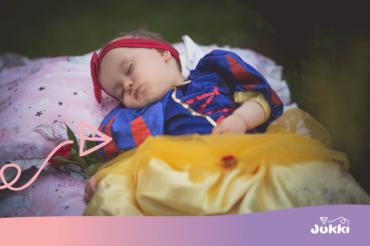 Jak wybrać pościel dla delikatnego niemowlaka?